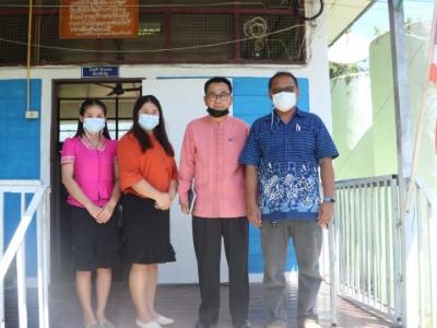 ดร.มโน ชุนดี ผอ.สพป.ลพบุรี เขต 2 และบุคลากรทางการศึกษา   ตรวจเยี่ยม รร.บ้านเนินทอง  รร.บ้านคลองสาริกา และรร.ซอย 17 สาย 2 ซ้าย