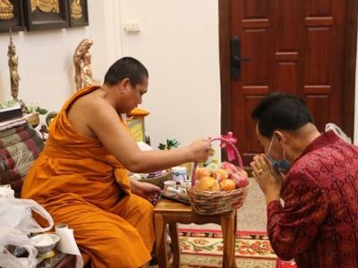 นายมโน ชุนดี ผอ. สพป. ลพบุรี เขต 2 พร้อมด้วยข้าราชการในสังกัด สพป.ลพบุรี เขต 2 ร่วมพิธีมุทิตาจิต เนื่องในโอกาส ทำบุญเจริญอายุวัฒนะมงคลถวาย 48 พรรษา
