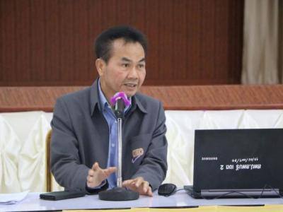 ดร.มโน ชุนดี ผอ.สพป.ลพบุรี เขต 2 พร้อมด้วย รองฯรัตนมารินทร์ สืบสายทองคำ ประธานกลุ่มโรงเรียน ข้าราชการครูและบุคลากรทางการศึกษาประชุมเจ้าหน้าที่ในสำนักงานเขตฯ