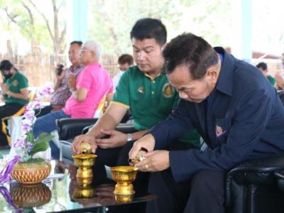 ดร.มโน ชุนดี ผอ.สพป.ลพบุรี เขต 2 ร่วมเป็นเจ้าภาพ ในพิธีทำบุญทอดผ้าป่าเพื่อการศึกษา โรงเรียนบ้านซับจำปา อำเภอท่าหลวง
