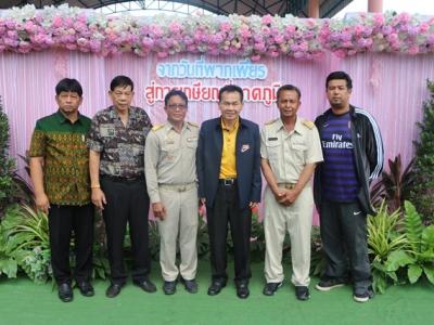 ดร.มโน ชุนดี ผอ.สพป.ลพบุรี เขต 2 พร้อมด้วยบุคลากรทางการศึกษา เป็นประธานในงานแสดงมุทิตาจิตในวาระเกษียณอายุราชการของข้าราชการครูและเจ้าหน้าที่ ของโรงเรียนบ้านพุกะชัด