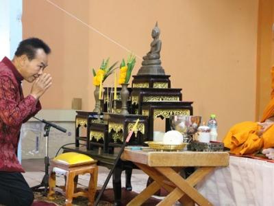 ดร.มโน ชุนดี ผอ.สพป.ลพบุรี เขต 2  เป็นประธานงานทอดกฐินสามัคคี  เพื่อการศึกษา เพื่อหารายได้ สร้างถนนในสถานศึกษา
