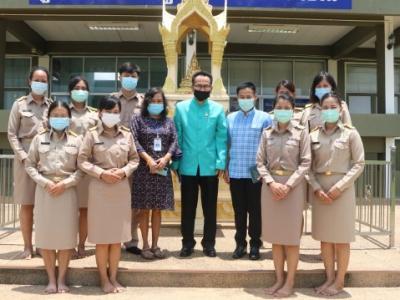 ดร.มโน ชุนดี ผอ.สพป.ลพบุรี เขต 2 มอบนโยบายและแนวทางในการปฏิบัติงานแก่ข้าราชการครูที่ได้รับการบรรจุใหม่ 9 คน